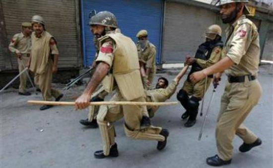 Ấn Độ: Nổ súng vào người biểu tình, gần 30 người thương vong