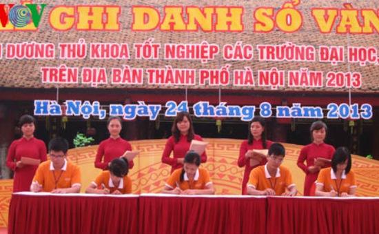 Hà Nội tổ chức lễ tuyên dương 123 thủ khoa xuất sắc