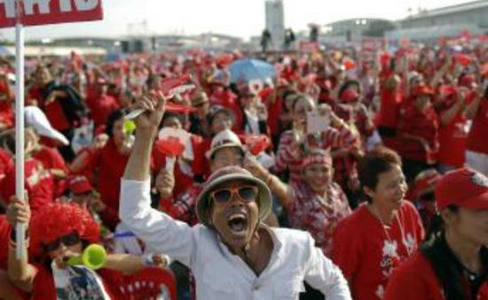 """Thái Lan: Phe """"Áo Đỏ"""" tuần hành ở Thủ đô Bangkok"""