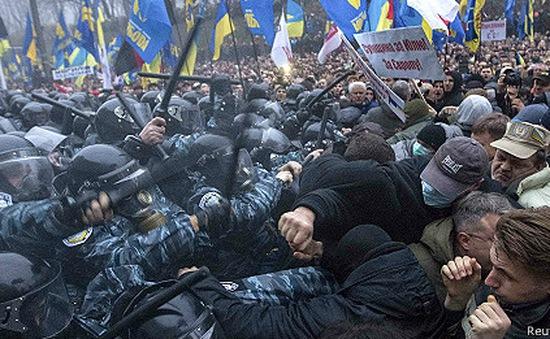 Ukraine rơi vào bất ổn sau khi thỏa thuận với EU không được kí kết