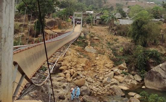 Huy động làm cầu tạm cho dân vùng sập cầu ở Lai Châu