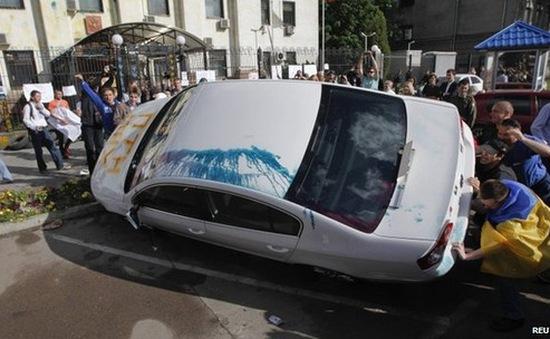 Đại sứ quán Nga tại Ukraine bị tấn công