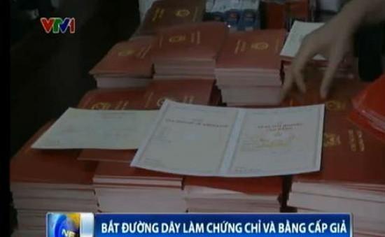Triệt phá đường dây làm bằng giả lớn tại Hà Nội