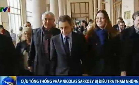 Cựu Tổng thống Pháp Nicolas Sarkozy rời khỏi Trụ sở Cơ quan điều tra