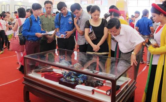 """Triển lãm """"Hoàng Sa, Trường Sa của Việt Nam - Những bằng chứng lịch sử và pháp lý"""""""