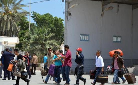 Các nước tiếp tục sơ tán công dân khỏi Libya