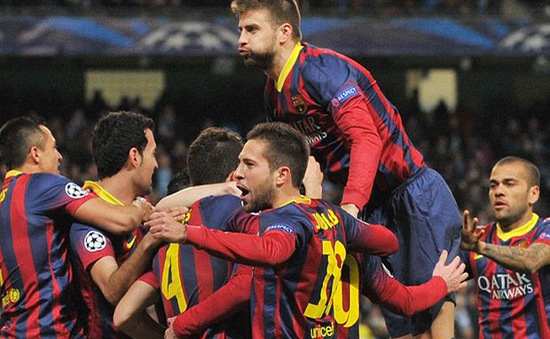 """Barca thắng dễ, Fabregas """"đá xoáy"""" Mourinho"""