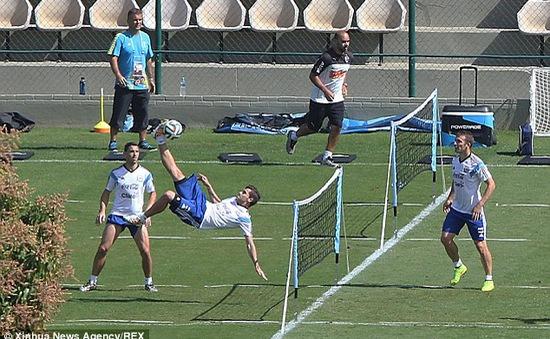 """Argentina chơi """"tennis"""" thư giãn trước đại chiến Hà Lan"""