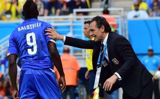 """HLV Prandelli chê bai trò cũ: Balotelli bị """"ảo tưởng sức mạnh"""""""