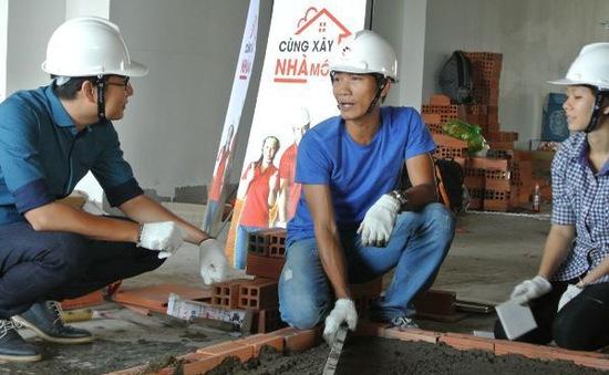 """Thí sinh """"Cùng xây nhà mới"""" dùng vật liệu tái chế trang trí nhà"""