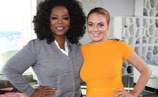 """Lindsay Lohan làm """"gái đảm"""" trong dịp Lễ Tạ ơn"""