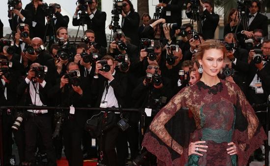"""Các sao được """"chăm sóc"""" như thế nào trên thảm đỏ LHP Cannes?"""