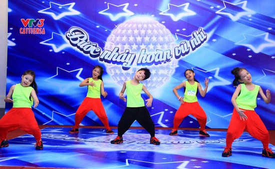"""""""Bước nhảy hoàn vũ nhí"""" đọ sức hấp dẫn với """"Vũ điệu tuổi xanh"""""""
