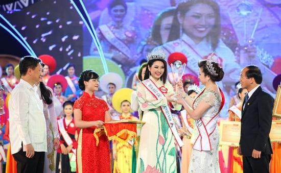 Hình ảnh đêm chung kết Hoa hậu Dân tộc 2013