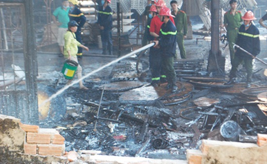 Gia Lai: Cháy lớn tại nhà máy chế biến gỗ, thiệt hại tiền tỷ