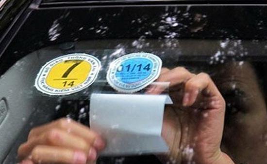 Ôtô con sắp phải thêm tem nhiên liệu trên kính lái