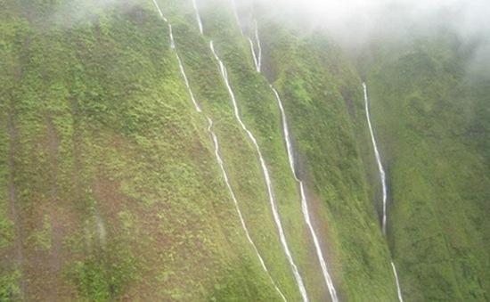 """Kỳ lạ """"bức tường nước mắt"""" ở Hawaii"""