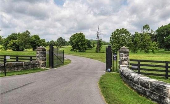 Cặp sao Faith Hill - Tim McGraw rao bán trang trại đẹp như tranh vẽ