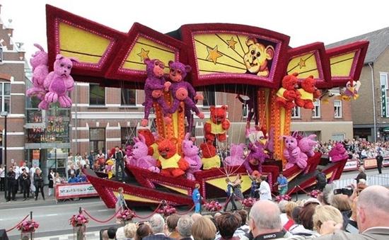 Náo nhiệt lễ hội xe hoa ở Hà Lan