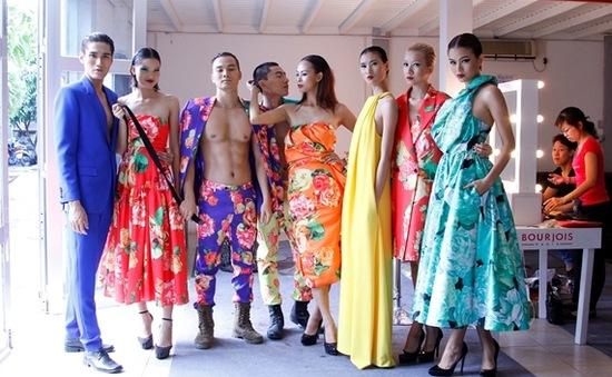 """Top 12 VN's Next Top Model 2013 rực rỡ trong """"vườn hoa"""" của Đỗ Mạnh Cường"""