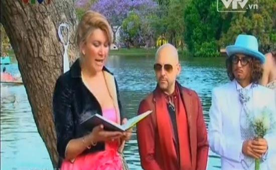VIDEO: Lạ lùng người đàn ông kết hôn với... cây