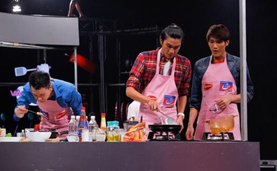 """Mỹ nam"" Vietnam's Next Top Model so tài nấu bếp"