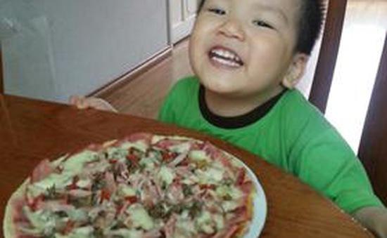 Trổ tài làm pizza nhân thập cẩm