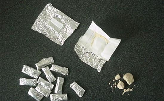 Bắt 2 đối tượng tàng trữ 1.500 tép heroin tại khách sạn