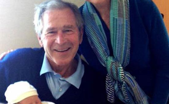 Vợ chồng cựu Tổng thống George Bush lên chức