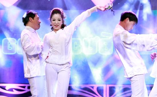 Thúy Nga biến hoa trong Gala Cười 2013