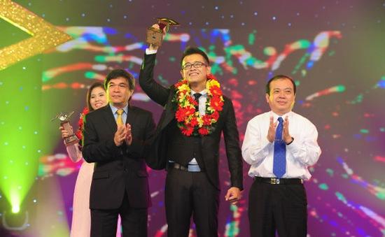 Bùi Đức Bảo đoạt danh hiệu Én Vàng - Người dẫn chương trình 2013