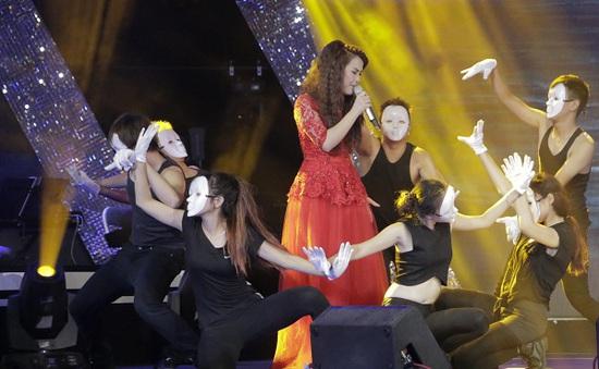 """Sao mai Điểm hẹn 2014: """"Nam vương"""" dừng bước, """"Á hậu"""" vào tiếp vòng hai"""