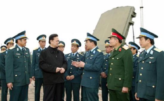 Thủ tướng Nguyễn Tấn Dũng thăm Đoàn Tên lửa phòng không 64