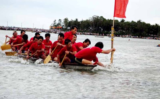 Sôi nổi ngày hội đua thuyền vượt hồ sông Đà