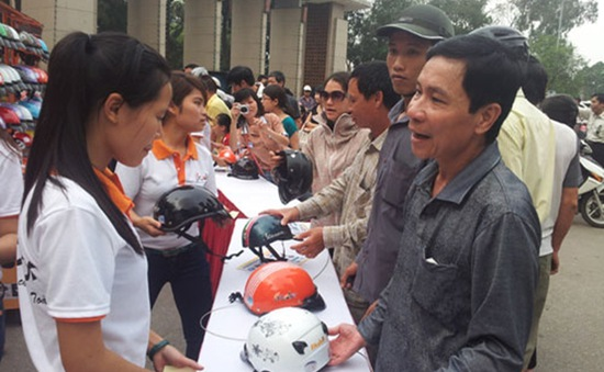 Bắt đầu đổi mũ bảo hiểm có trợ giá tại Hà Nội