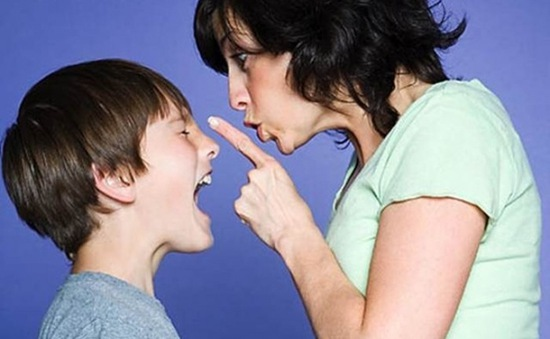 Rèn luyện phép lịch sự trước người lạ cho trẻ