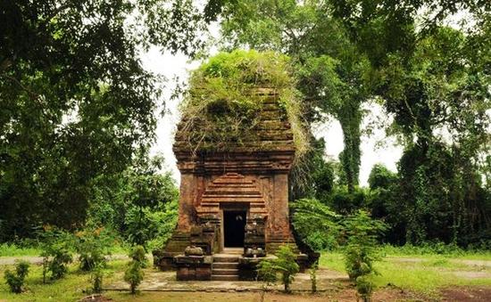 Trùng tu tháp Chăm cổ duy nhất tại Tây Nguyên