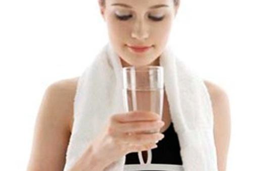 Tránh nguy cơ mất nước mùa nắng nóng