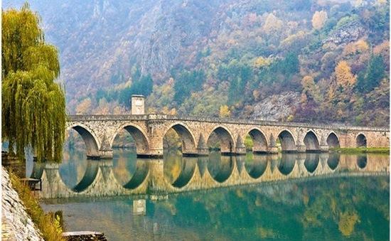 """Cầu Drina nổi tiếng được trả lại """"tấm áo"""" ban đầu"""