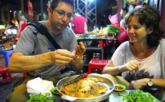 Ẩm thực đường phố Hà Nội hấp dẫn Tây ba lô