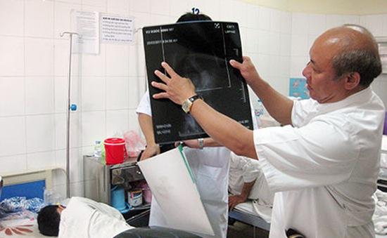 Lần đấu tiên phẫu thuật thay đĩa đệm nhân tạo cột sống thắt lưng