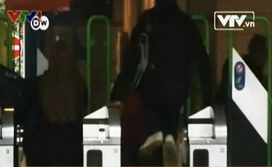 Pháp: Thú vị văn phòng bảo hiểm dành cho người trốn vé tàu