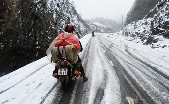 Mưa tuyết gây khó khăn cho người dân Sa Pa