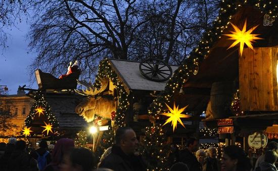 Người Anh chuộng mô hình chợ Giáng sinh cổ truyền Đức