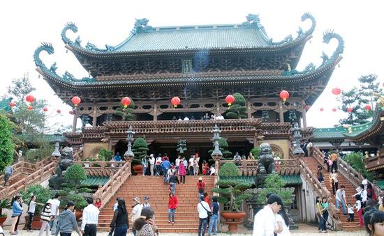 Tục lễ chùa đầu năm