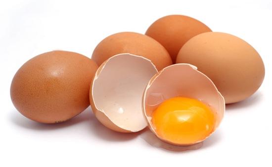 Lòng trắng trứng gà ngừa rạn da sau sinh