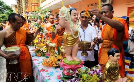 Tái hiện Tết Chol Chnam Thmay ở Hà Nội
