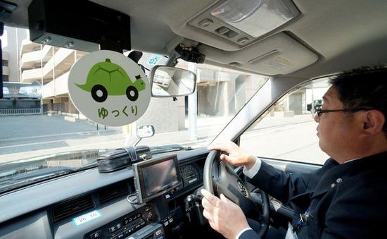 """Dịch vụ """"taxi rùa"""" dành cho người già và phụ nữ mang thai"""