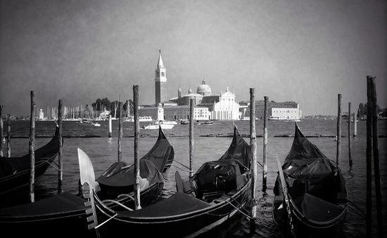 Ngắm Vernice qua những bức ảnh đen trắng