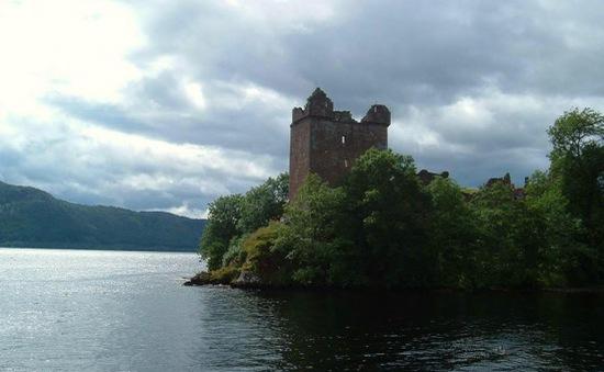 """Hồ """"quái vật"""" Loch Ness - Điểm hút khách của Scotland"""